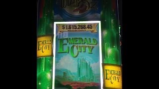 Wizard of Oz Emerald City Slot Machine Glinda The Good Witch Feature