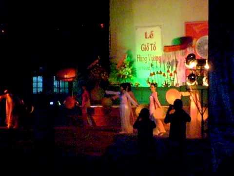 GV Nữ trường Hùng Vương múa nón 2011