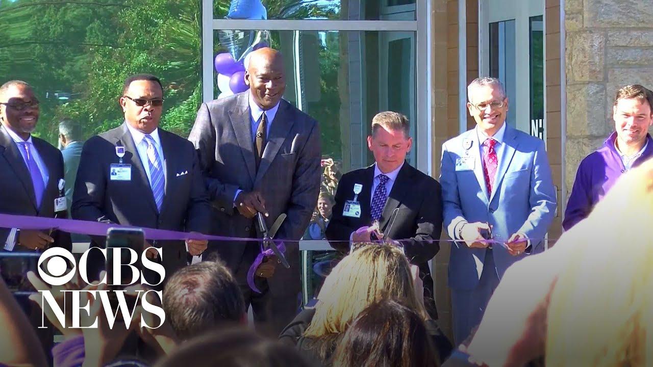 wyprzedaż szeroki zasięg różne style Michael Jordan opens clinic to serve underprivileged families