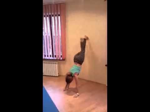 Нина Радзиевская - упражнение стенка для ног.