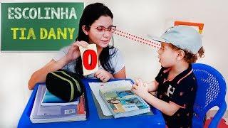 Brincando de Escolinha com a mamãe  2º dia de aula