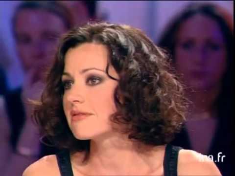 Tina Aréna, chanteuse australienne en France - Archive INA