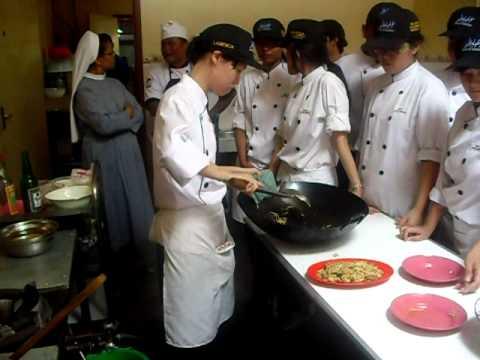 chef bagus memberi contoh memasak namun cook helper gak siap avi youtube