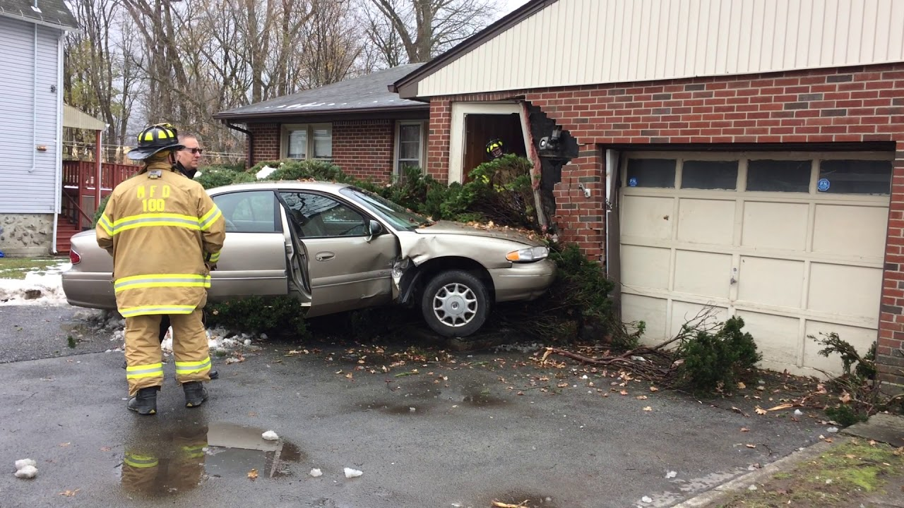ผลการค้นหารูปภาพสำหรับ The car hit the house.