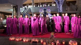 第2回目の公演です♪ クリスマスイルミネーションの中でゴスペルの歌声が...