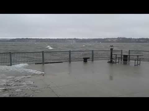 Ice storm 2018 hamilton harbour 6 foot waves
