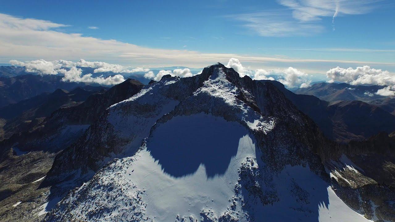 Dji Phantom 4 >> Cima del Aneto a vista de Drone - Volando a 3500 metros! - YouTube