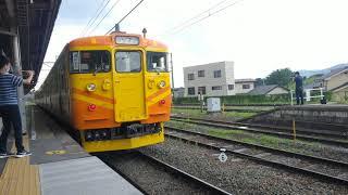 しなの鉄道線 国鉄型近郊型電車115系 ファンサービスのホーンがなりますが、昭和生まれは、音にびっくりしません(笑)