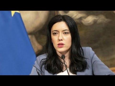 Lucia Azzolina riferisce alla Camera