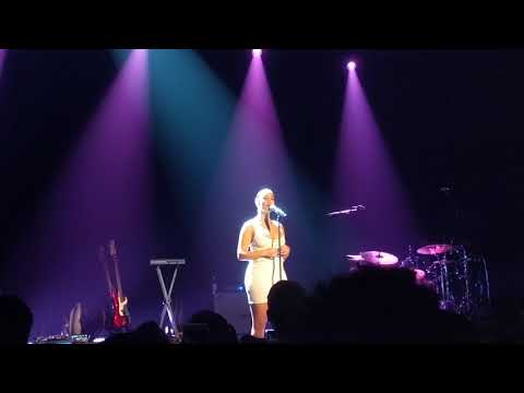 """""""Don't Watch Me Cry"""" - Jorja Smith (Live at The Forum, Melbourne)"""