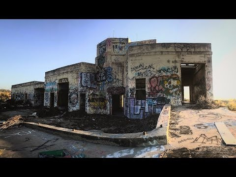 ABANDONED BETHANY HOUSE IN SAN BERNARDINO (SCARY!!!)