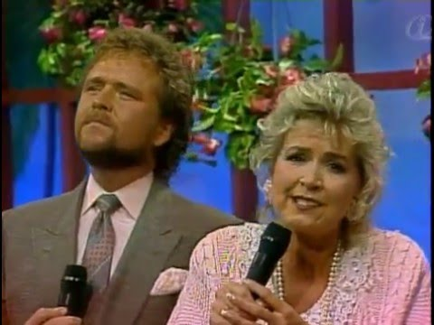 Dean & Mary Brown sings OH WORSHIP THE KING Psalm 107