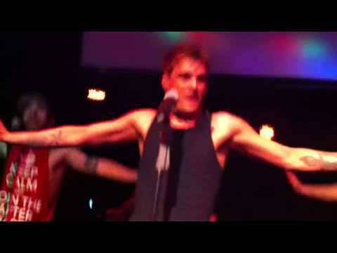 Aaron Carter performing BOUNCE/I Would/Iko...