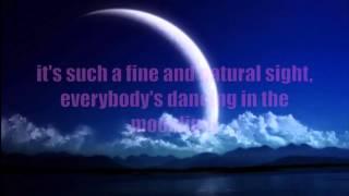Dancing in the moonlight- Toploader (lyrics)