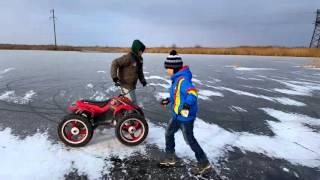 дрифт на квадроцикле RAZOR по льду