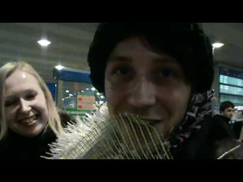 Johnny Weir in Moscow 29 12 2010 singing