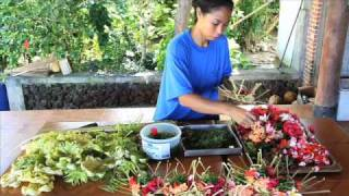 Making Balinese Hindu Offerings to the Gods