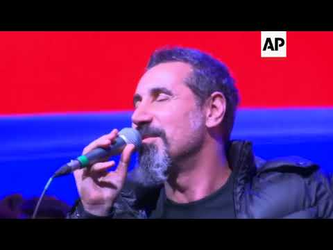Armenian heavy metal musician joins Pashinian at rally