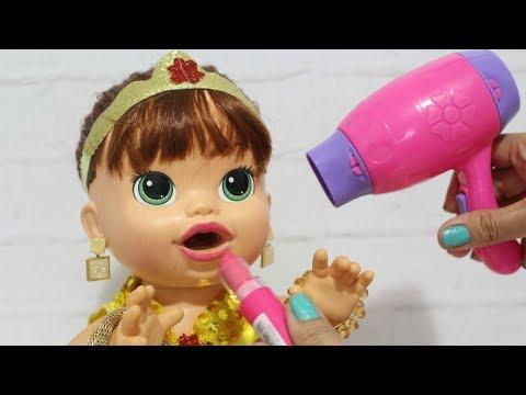 BABY ALIVE ARRUME SE COM A SARA COMILONA PRA FESTA A FANTASIA - BABY ALIVE DE PRINCESA!