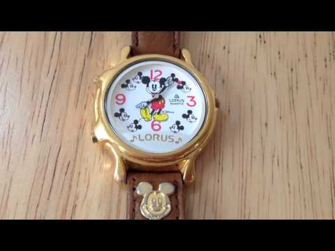 Vintage Lorus singing Mickey Mouse quartz watch V422-0010
