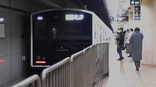唐津行き快速列車(305系W4編成)・中洲川端駅に到着