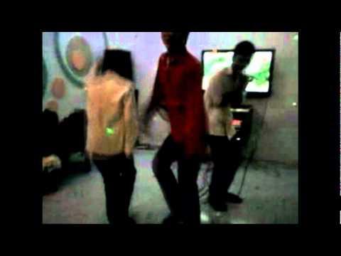 Lớp 12b3 tại 1 sàn nhảy nhỏ P1 - THPT Cua Tung