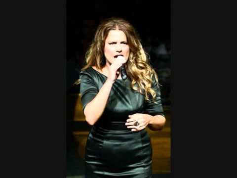 Ελένη Τσαλιγοπούλου - Δεν μας συγχωρώ (live)