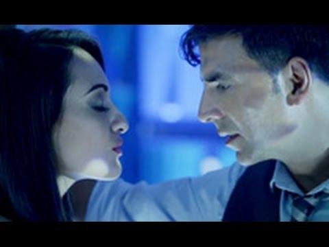 Akshay Kumar & Sonaskhi Sinha's Hot Chemistry Again in 'Holiday'   Hindi Cinema Latest