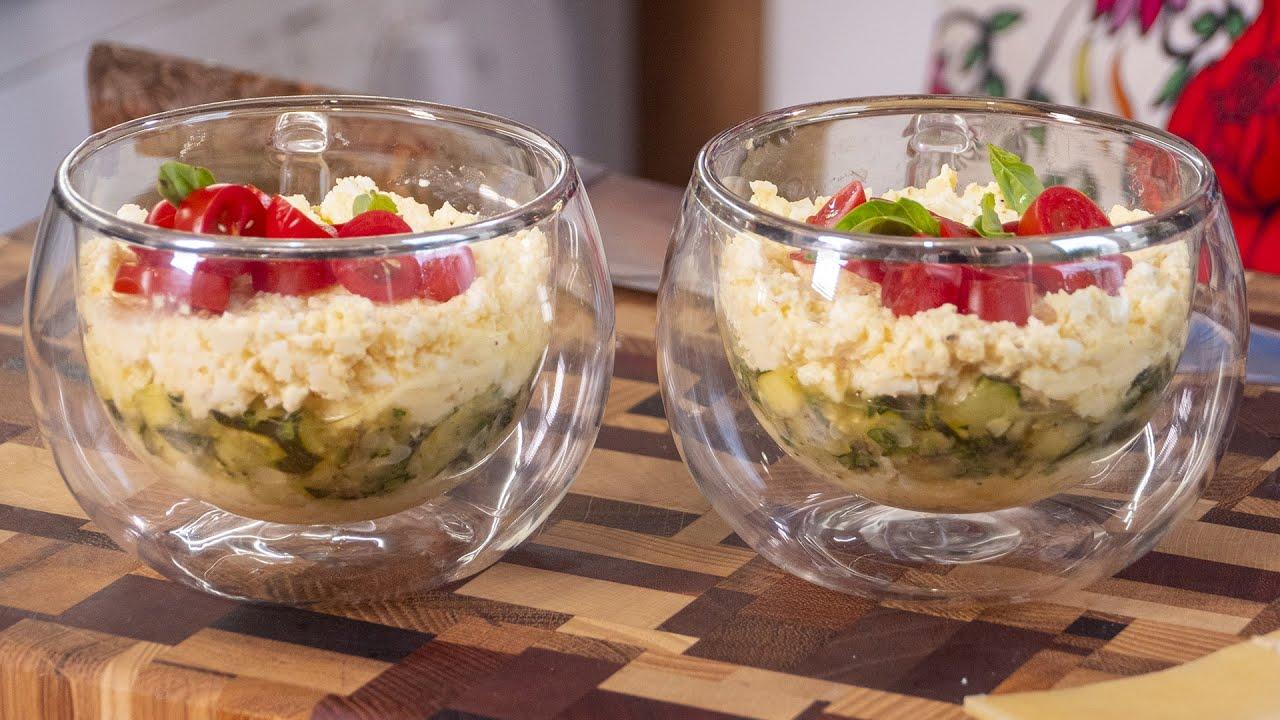 Этот салат есть на каждом праздничном столе. Тот самый советский салат из сыра.