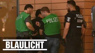 Polizei greift zu - Gast mit Messer attackiert - Berliner Club brutal ( Potsdamer Platz / Adagio /