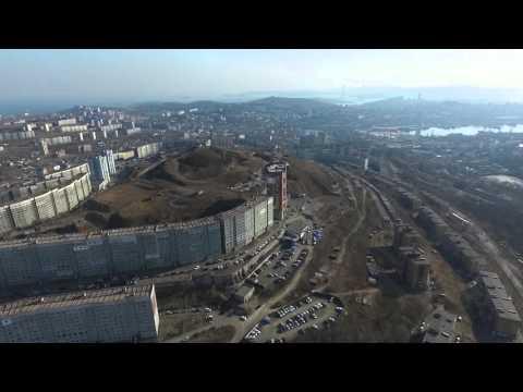 Полет над сопкой Комарова во Владивостоке.