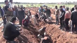دفن شهداء المجزرة  جراء قصف احياء درعا البلد بالمدفعية الثقيلة  26 - 3 -2015