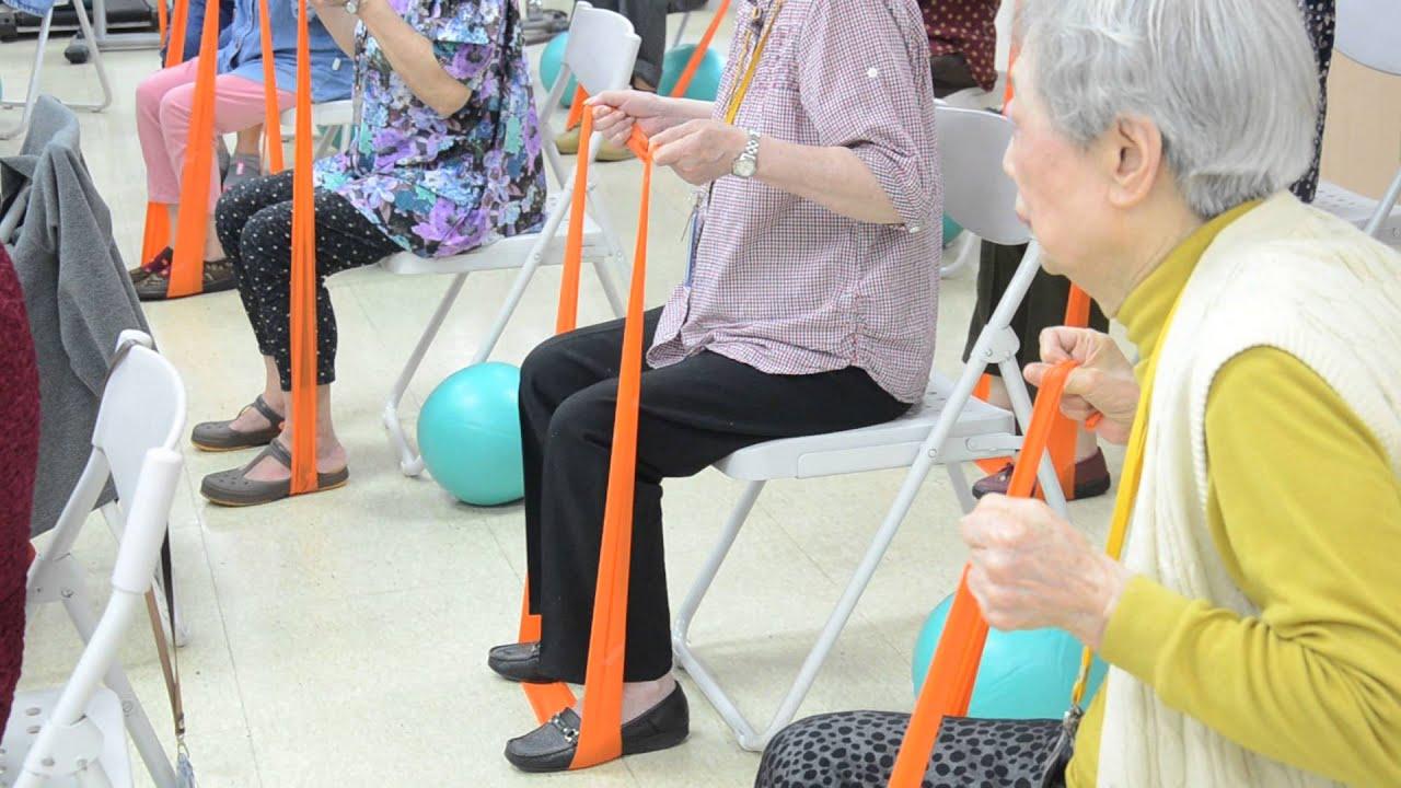 老人住宅-勇骨椅子運動(肌力訓練_彈力帶) - YouTube