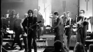 Roy Orbison - Oh, Pretty Woman (from Black u0026 White Night)