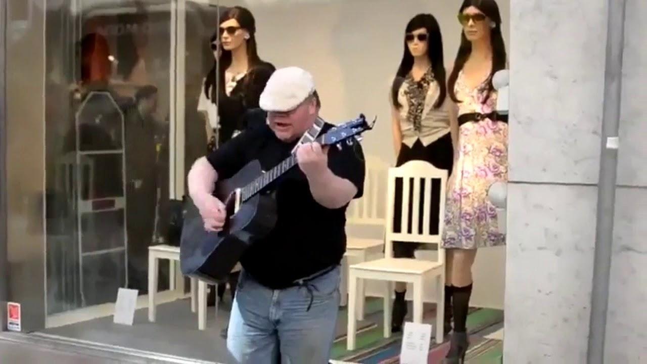 Уличный музыкант с гитарой и мощным голосом. Dave Stewart - Zombie (The Cranberries Song Cover)