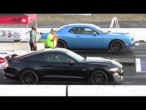 2019 Mustang GT vs 2019 Challenger 1320 Scat Pack - drag race