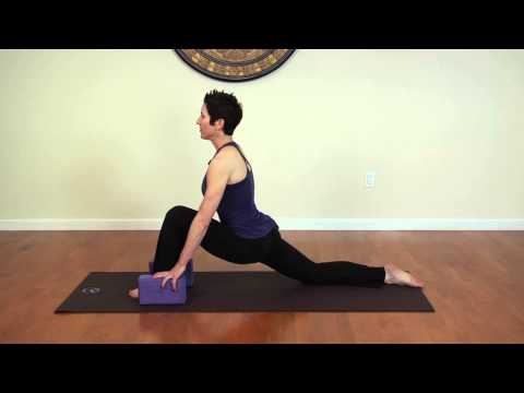 Stretches for the Iliacus Muscle : Stretching & Yoga