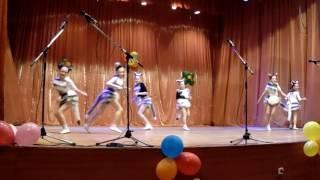 Веселые котята, танцуют слабовидящие