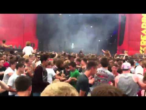 Crystal Castles - Wrath of God @ Reading Festival 2012