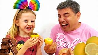 Nastya und Papa fanden Geschenke für Halloween