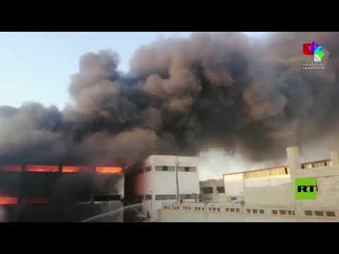 سوريا.. حريق ضخم في المدينة الصناعية في الشيخ نجار شمال شرق حلب - نقلا عن التلفزيون السوري  - 20:55-2021 / 7 / 29