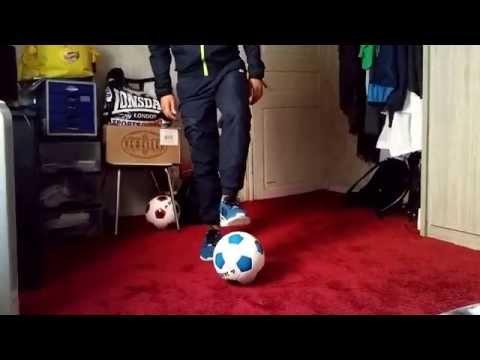 Comment faire le geste de Ronaldinho (le pendulum) ?.