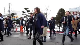 2012年3月25日 「はちのへ湊朝市まつり」にて披露された楽しいご当地ソ...