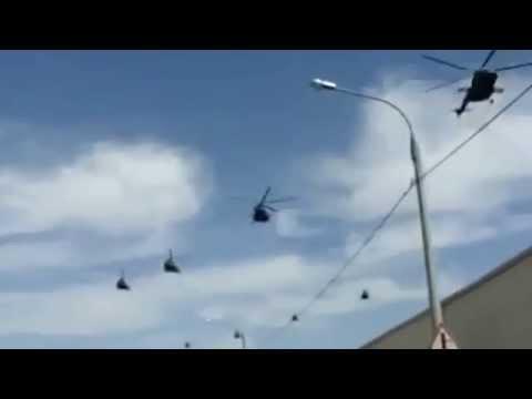 Российские вертолеты летят в Крым/Russian Helicopters Fly In Crimea.