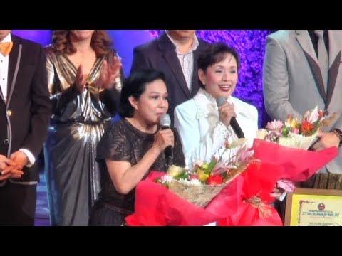 Nora Aunor at Vilma Santos, ginawaran ng parangal ng PMPC