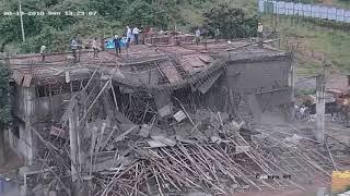 दर्दनाक वीडियो।Construction वाला घर गिरा।