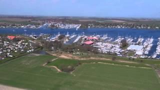 De haven van Wolphaartsdijk en zicht op camping de Veerhoeve