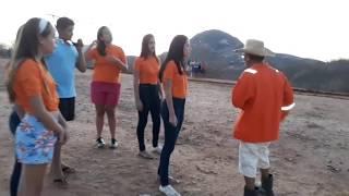 Seu mané joga com um time feminino contra o time de Seu Benedito