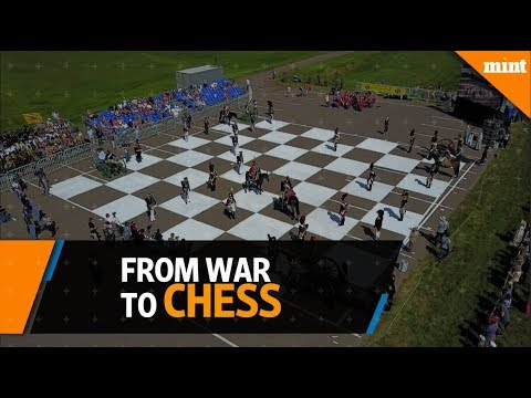 Russians reenact Napoleonic war on giant chess board