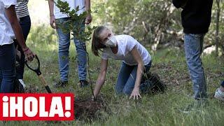 La princesa Leonor y la infanta Sofía ejercen de jardineras en su primer acto juntas sin los Reyes